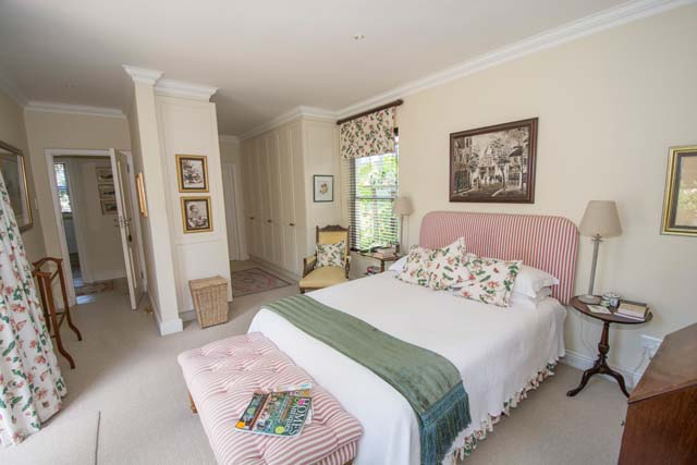 10-LA-CASES-Main-bedroom