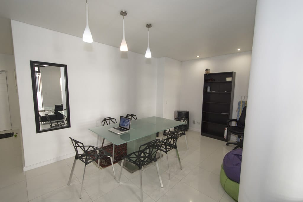 Furnished 2 bed apartment in Top Block right next to Cavendish Shopping Centre
