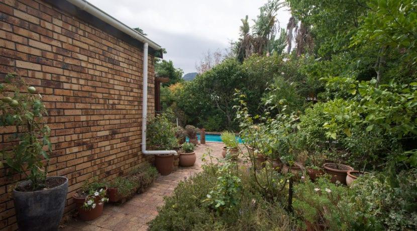 7410 garden