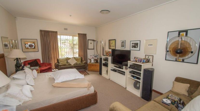7434 Main bedroom