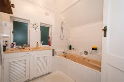 2001175_Family bathroom_14
