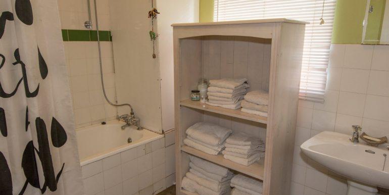 2170302_Family bathroom_16
