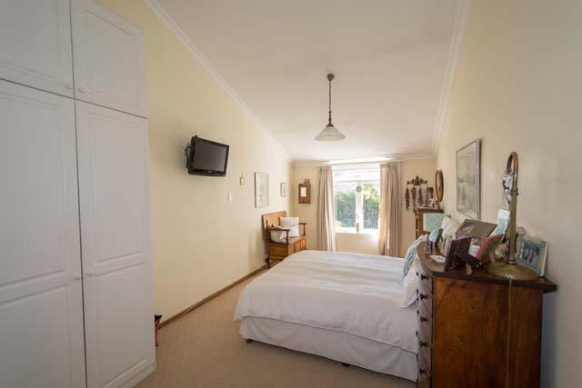 319 main bedroom