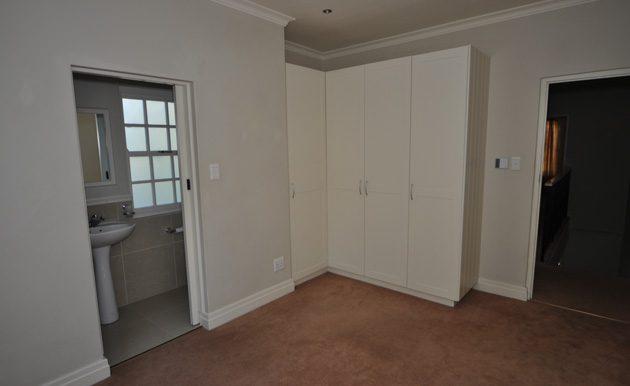 DSC_0921---main-bedroom