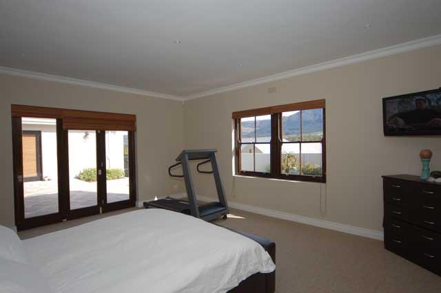 DSC_5306-main-bedroom