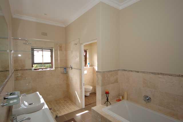DSC_5308main-ensuite-bathro