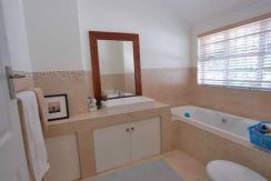 DSC_9002---bathroom