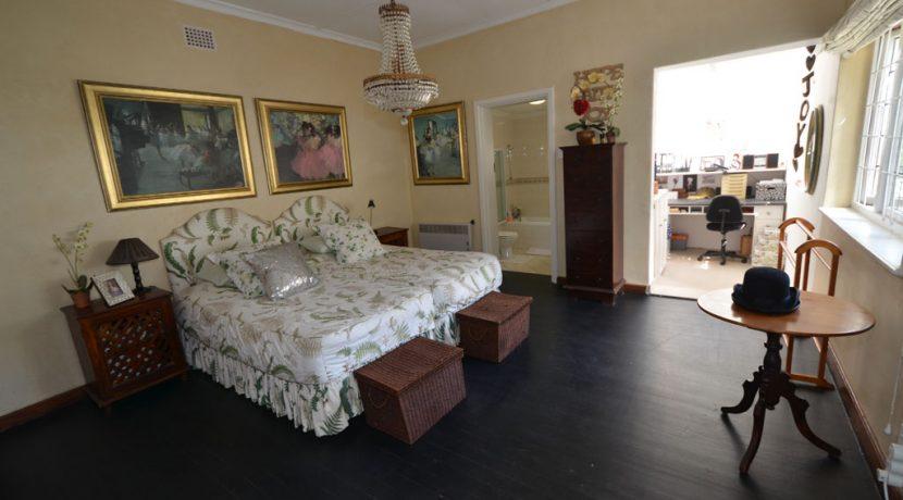 bedroom 4 DSC_2054