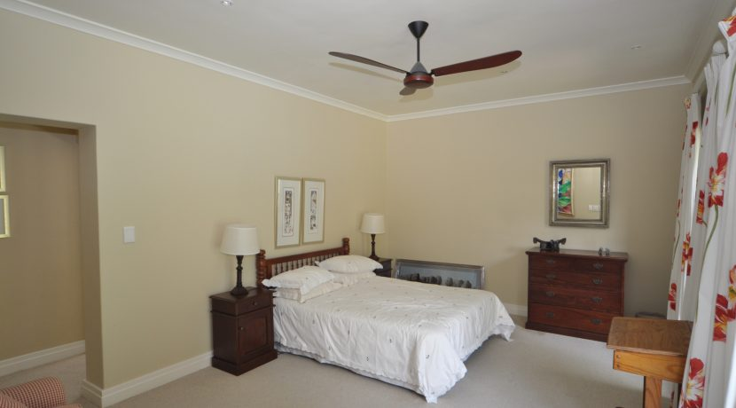 guest bed DSC_0197