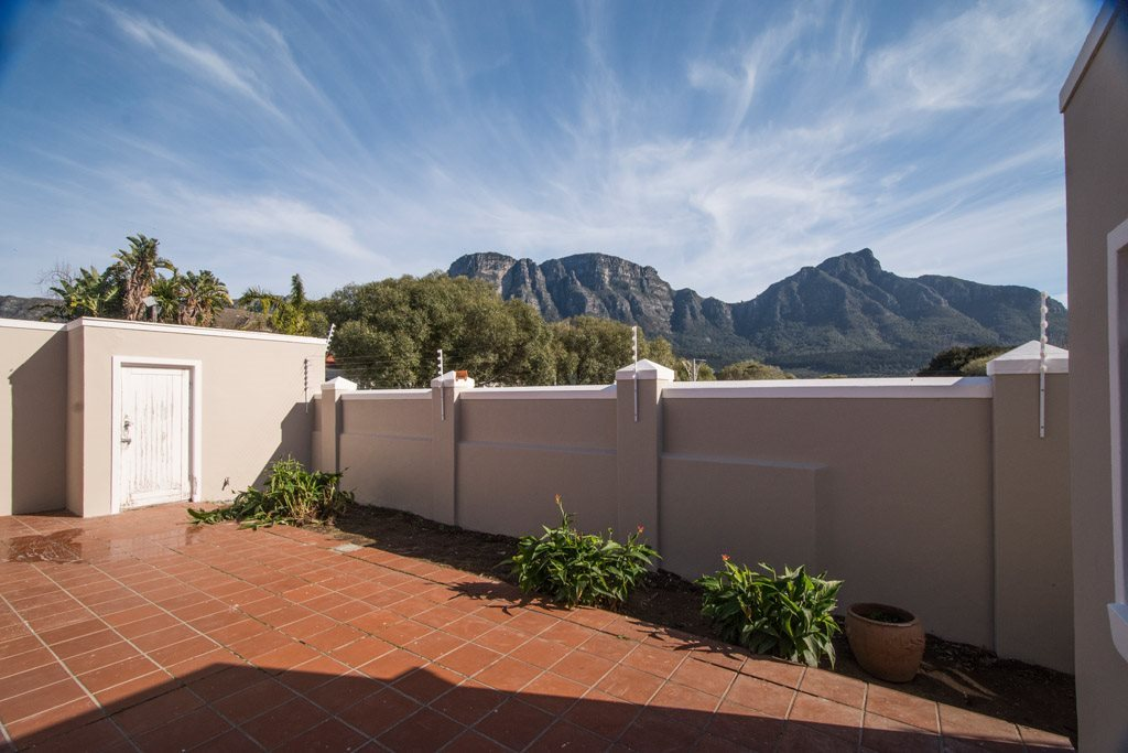 4 BEDROOMED inc APARTMENT VERY CLOSE TO CAVENDISH