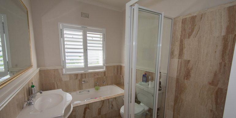 Family bathroom 592