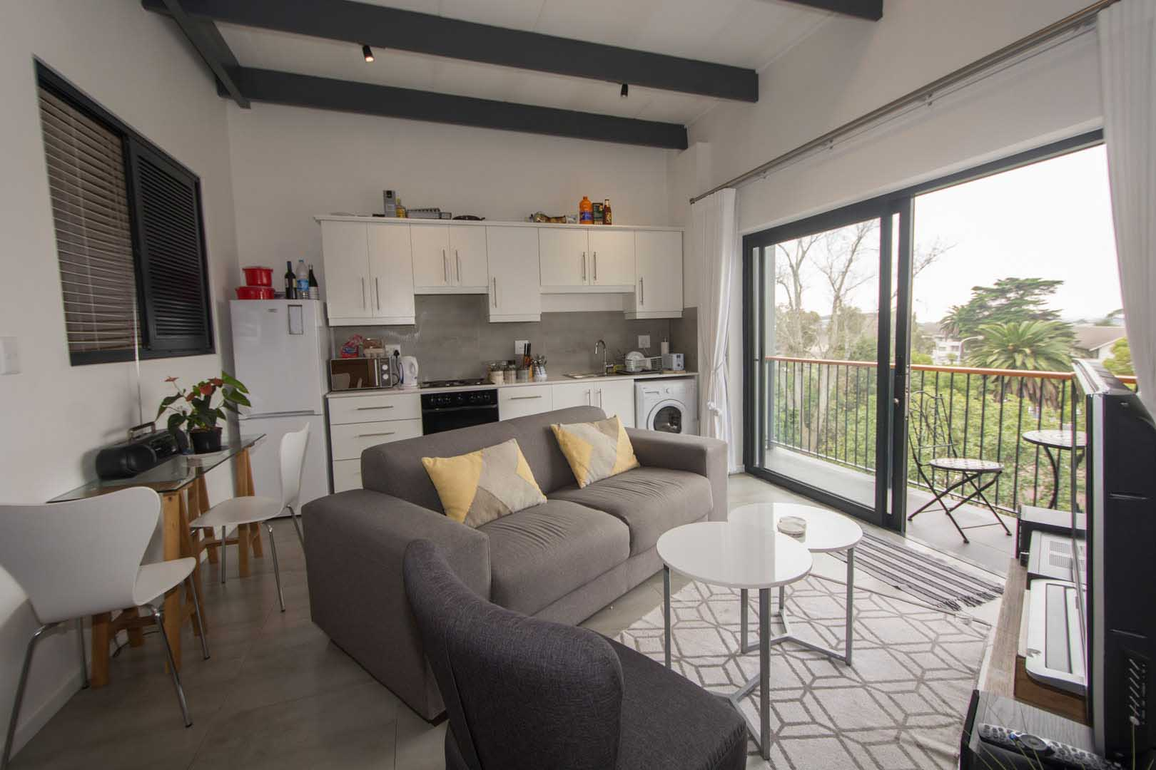 DESIGNER 2 BED APARTMENT with Tenant if required