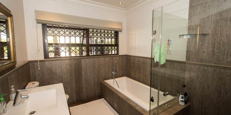 family bathroom 9794