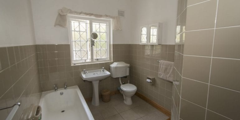 j Family Bathroom with shower 8635
