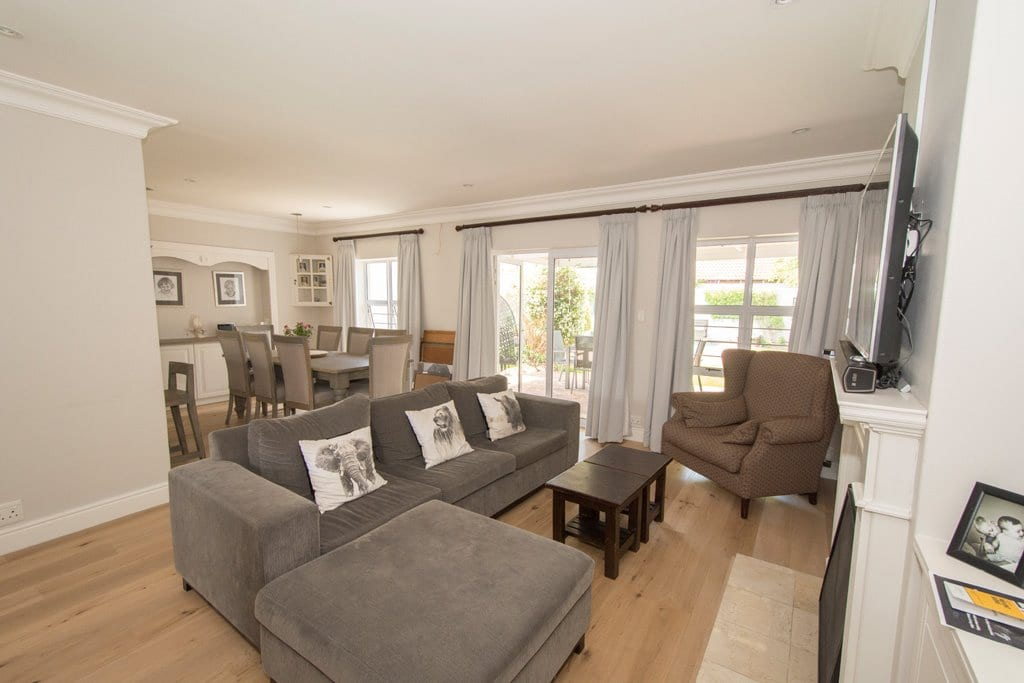 Stunning modern lock & go home in the best street – 20 minute walk to Newlands