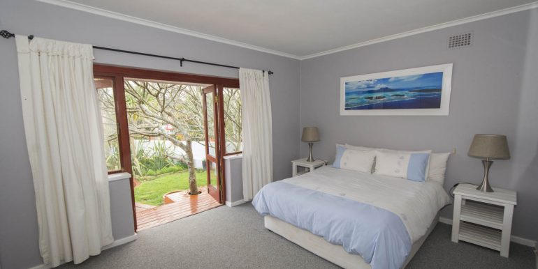 8 Master bedroom 2675