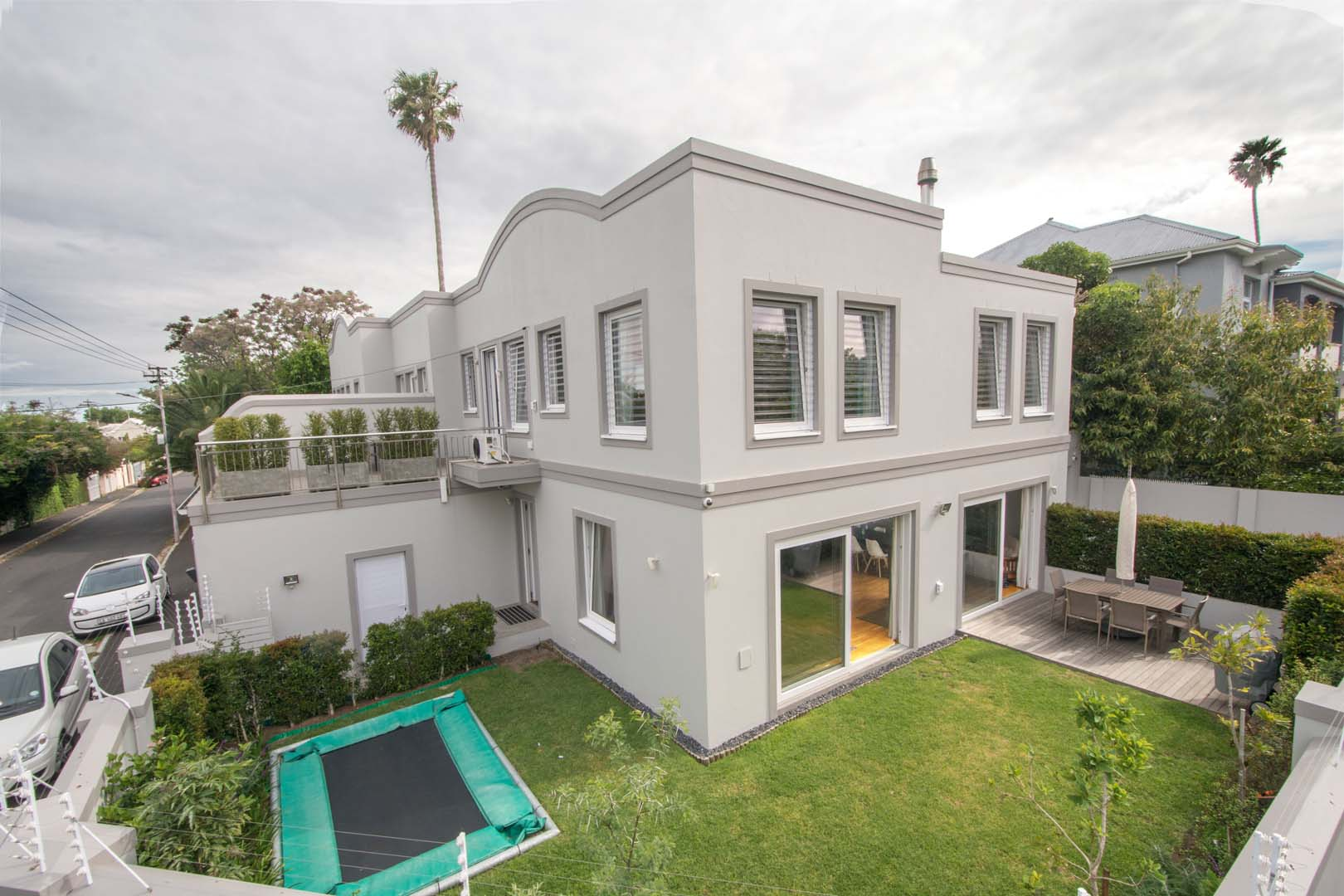 WYNBERG-UPPER. Exceptional finishes – 4 bedrooms/4 en-suites