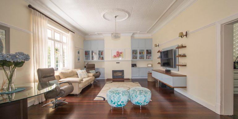H living room in v