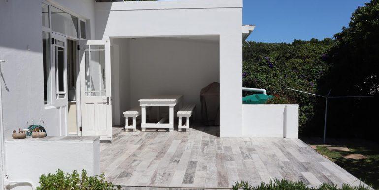 b pool patio IMG_3751