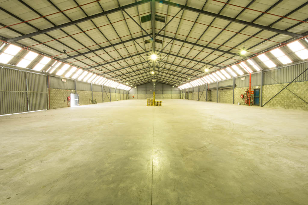 To let in Retreat: a well-maintained, well-lit warehouse in good condition.
